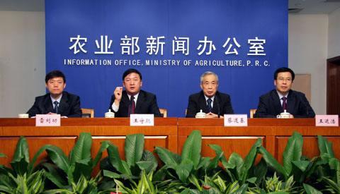 实施化肥农药零增长行动,实行有机肥替代化肥